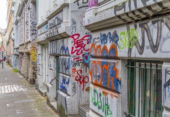 Graffitischutzsysteme – Ein Überblick  - Graffitischutzsysteme, Graffiti Schutzschicht  | Furth Chemie
